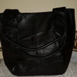 Wilsons Leather Black Tote 2 Straps Snap Closure